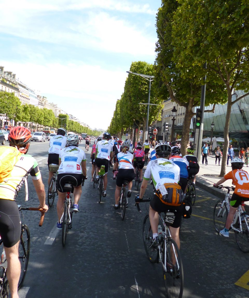 Peloton_Cycling_through_Paris